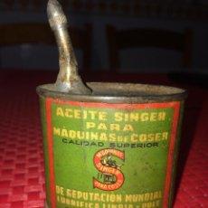 Antiguidades: ANTIGUA LATA DE ACEITE SINGER PARA MÁQUINAS DE COSER - AÑOS 30/40. Lote 267347739