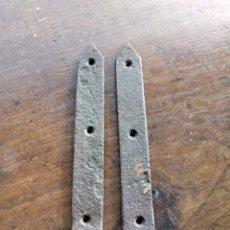 Antigüedades: 2 BISAGRAS GRANDES DE HIERRO S XIX.. Lote 267399819