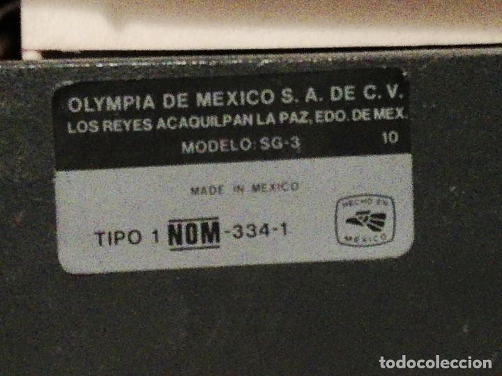 Antigüedades: ANTIGUA MAQUINA DE ESCRIBIR OLYMPIA SG-3 MODELO HECHO EN MEXICO- AÑOS 80 - FUNCIONANDO - Foto 4 - 267406514
