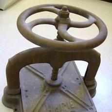 Antigüedades: ANTIGUA PRENSA FRANCESA PARA ENCUADERNAR LIBROS DE 1920. Lote 267450624