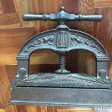 Antigüedades: PRENSA FRANCESA DE HIERRO PARA ENCUADERNAR LIBROS DE FINALES DEL SIGLO XIX. Lote 267600549