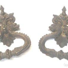 Antigüedades: PAREJA TIRADORES PUERTA BRONCE CABEZAS LEONES S XIX. MED. 13 X 16 CM. Lote 267858929