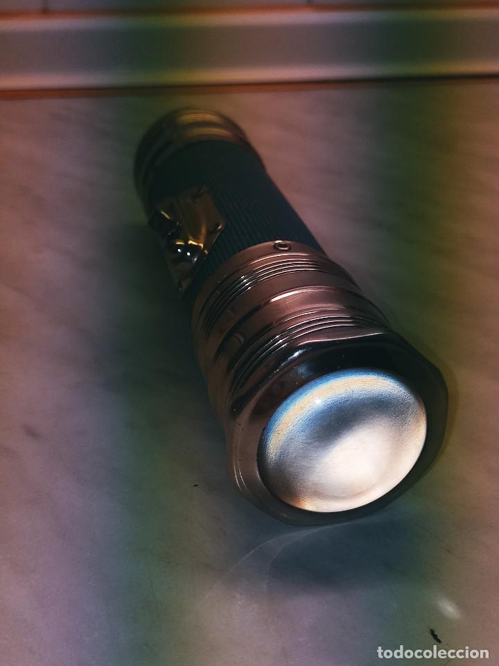Antigüedades: LINERNA BOND ELECTRIC CORP. MADE IN U.S.A. ORIGINAL. 18 CTMS. FUNCIONANDO. CRISTAL LUPA MACIZO. FOTO - Foto 6 - 267883464