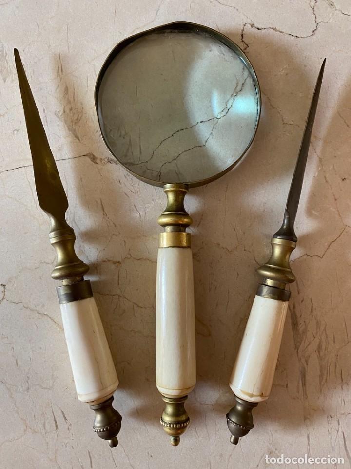 CONJUNTO DE DOS ABRECARTAS Y LUPA (Antigüedades - Técnicas - Instrumentos Ópticos - Lupas Antiguas)