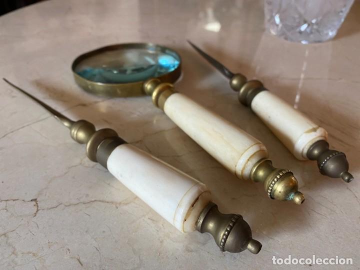 Antigüedades: Conjunto de dos abrecartas y lupa - Foto 3 - 268043194