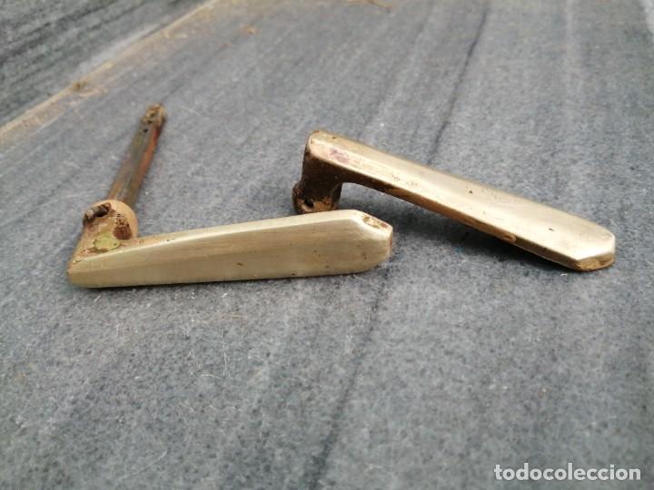 Antigüedades: Maneta manivela pomo tirador de BRONCE MACIZO antiguo para puerta de madera - Foto 3 - 268159559