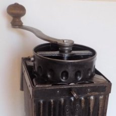 Antigüedades: GRAN MOLINILLO DE CAFÉ MILITAR, USADO EN LAS DOS GUERRAS MUNDIALES. ALEMANIA/ITALIA. CA. 1914/1945. Lote 268443014