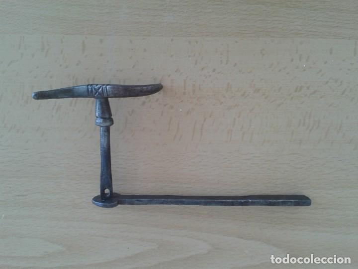 ANTIGUO CERROJO CIERRE PESTILLO PASADOR HIERRO FORJA C1 (Antigüedades - Técnicas - Cerrajería y Forja - Cerraduras Antiguas)