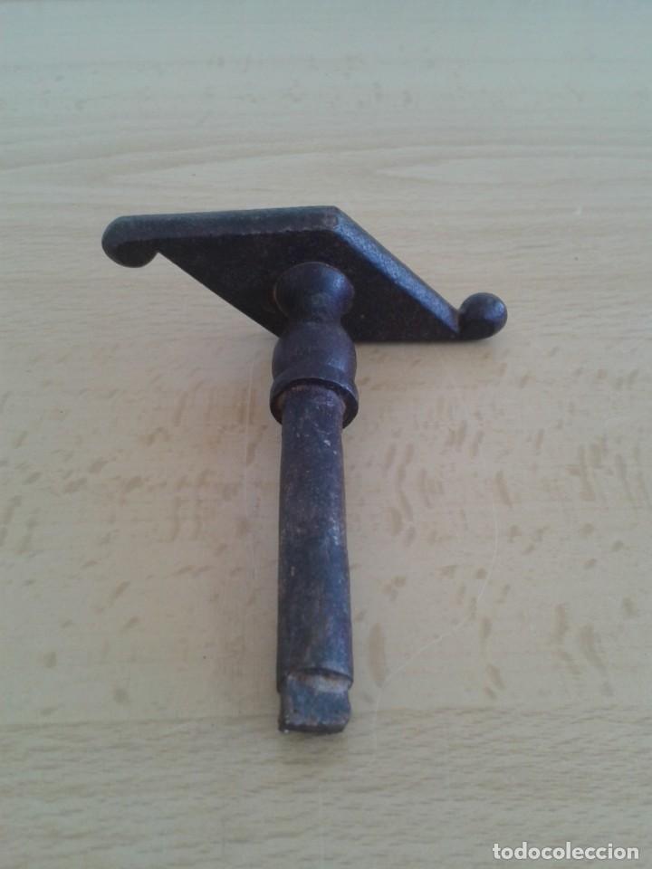 Antigüedades: ANTIGUO TIRADOR POMO MANETA CERROJO CIERRE PESTILLO HIERRO FORJA T5 - Foto 2 - 268853984