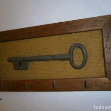 Antigüedades: MARCO CON LLAVE GRANDE ANTIGUA. Lote 268975854