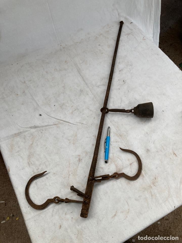 ANTIGUA ROMANA DE FORJA,CON SIMBOLOS! (Antigüedades - Técnicas - Medidas de Peso - Romanas Antiguas)