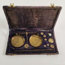 Antigüedades: BALANZA DESMONTABLE DE BRONCE CON TODOS LOS PESOS. PRINCIPIOS S.XX.. Lote 269047123