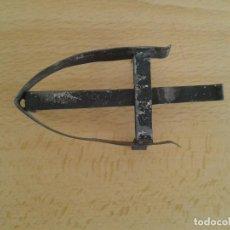 Antigüedades: PEQUEÑO SOPORTE PIE BASE PLANCHA REPOSAPLANCHAS CHAPA N2. Lote 269076783