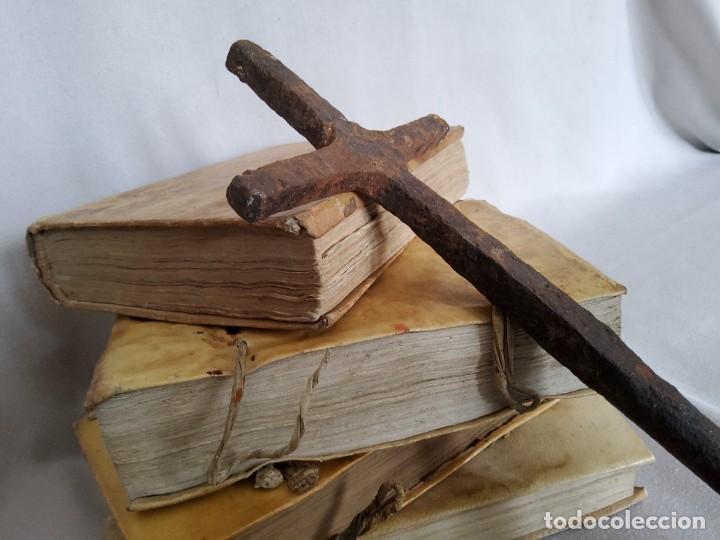ANTIQUISIMA CRUZ DE HIERRO FORJADO (Antigüedades - Técnicas - Cerrajería y Forja - Varios Cerrajería y Forja Antigua)