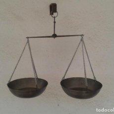 Antigüedades: BALANZA DE MANO BASCULA PESA EN HIERRO. Lote 269081403