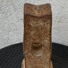Antigüedades: MUY ANTIGUA CABEZA MAZA HIERRO FUNDIDO DESGASTADA MARCAS 22X11CMS. Lote 269102158