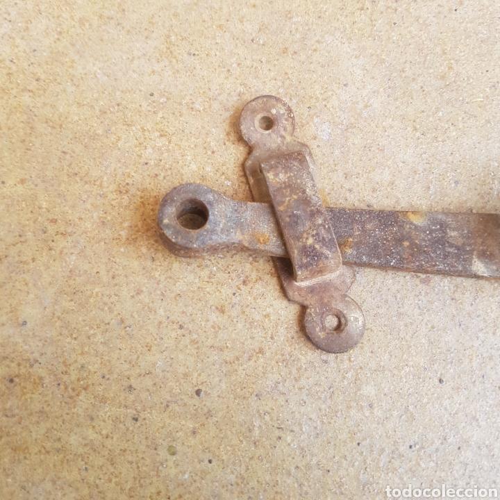 Antigüedades: ANTIGUO CERROJO HIERRO FORJADO - Foto 2 - 269219053