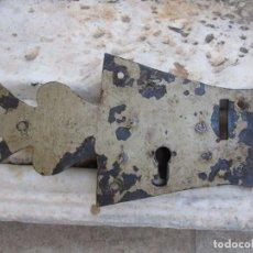 Antiquités: CENTENARIA CERRADURA DE ARCÓN. Lote 269221843