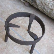 Antiquités: CENTENARIO TRES PIES EN HIERRO FORJADO. Lote 269222063
