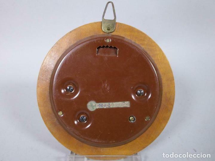 Antigüedades: ANTIGUO BAROMETRO ANEROIDE M,ADERA Y LATÓN Fischer-elegante redondo 12 cm - Foto 2 - 269249668