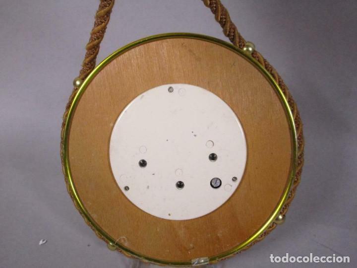 Antigüedades: MAGNIFICO NOBLE NAUTICO BAROMETRO Sumadinac EN MADERA Y LATÓN CON CABO 16,5 cm DIAMETRO - Foto 2 - 269254203