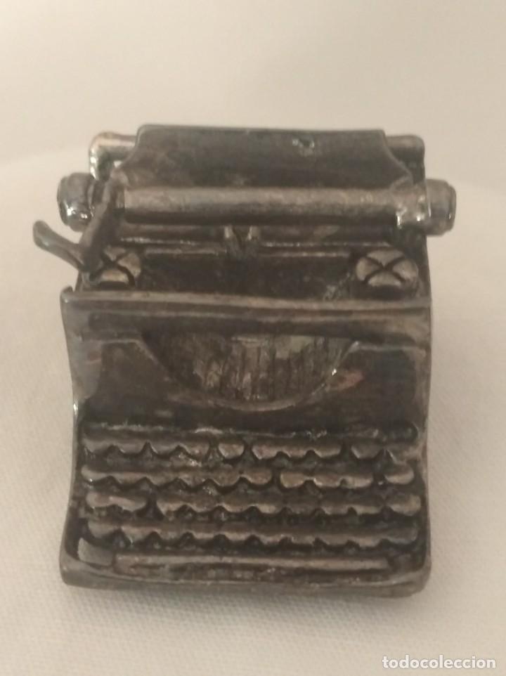 MAQUINA DE ESCRIBIR EN MINIATURA CON BAÑO DE PLATA. (Antigüedades - Técnicas - Máquinas de Escribir Antiguas - Otras)