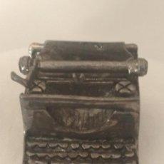 Antigüedades: MAQUINA DE ESCRIBIR EN MINIATURA CON BAÑO DE PLATA.. Lote 269305008