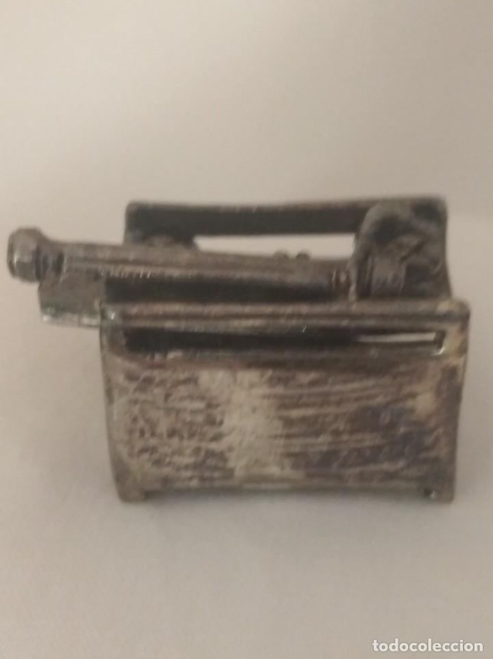Antigüedades: MAQUINA DE ESCRIBIR EN MINIATURA CON BAÑO DE PLATA. - Foto 3 - 269305008