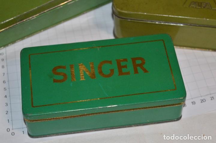 Antigüedades: Vintage / 3 antiguas cajas hojalata / Máquinas coser, contenido diverso / ALFA y SINGER ¡Mira fotos! - Foto 5 - 269306733