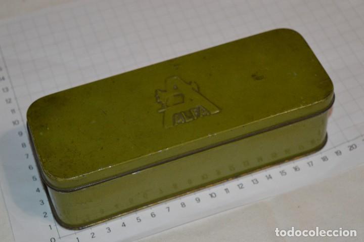 Antigüedades: Vintage / 3 antiguas cajas hojalata / Máquinas coser, contenido diverso / ALFA y SINGER ¡Mira fotos! - Foto 6 - 269306733