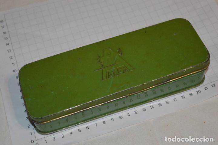 Antigüedades: Vintage / 3 antiguas cajas hojalata / Máquinas coser, contenido diverso / ALFA y SINGER ¡Mira fotos! - Foto 10 - 269306733