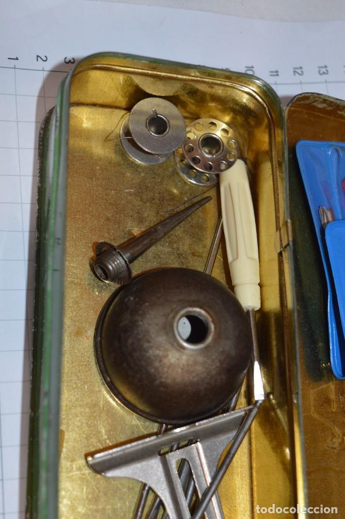 Antigüedades: Vintage / 3 antiguas cajas hojalata / Máquinas coser, contenido diverso / ALFA y SINGER ¡Mira fotos! - Foto 13 - 269306733
