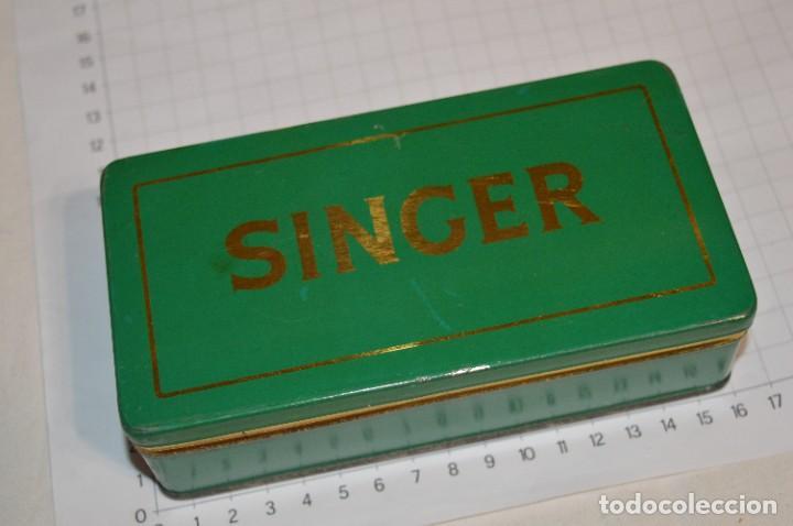 Antigüedades: Vintage / 3 antiguas cajas hojalata / Máquinas coser, contenido diverso / ALFA y SINGER ¡Mira fotos! - Foto 16 - 269306733