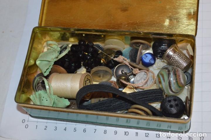 Antigüedades: Vintage / 3 antiguas cajas hojalata / Máquinas coser, contenido diverso / ALFA y SINGER ¡Mira fotos! - Foto 19 - 269306733