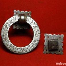 Antigüedades: LLAMADOR COMPLETO.HIERRO FORJA, ANILLA, SIGLO XVIII-XIX. ALDABA, FORJADO. Lote 269363998