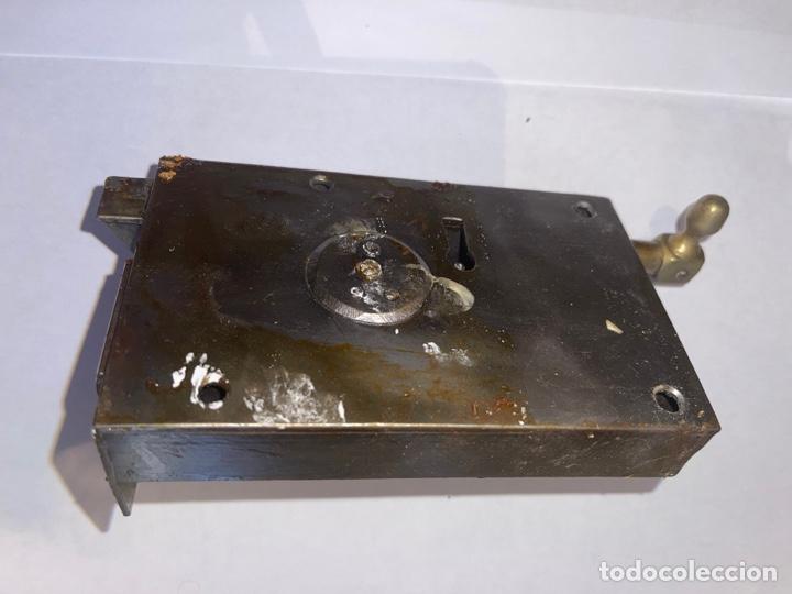 Antigüedades: CERRADURA SIGLO XX CON DOS LLAVES - Foto 2 - 269388743