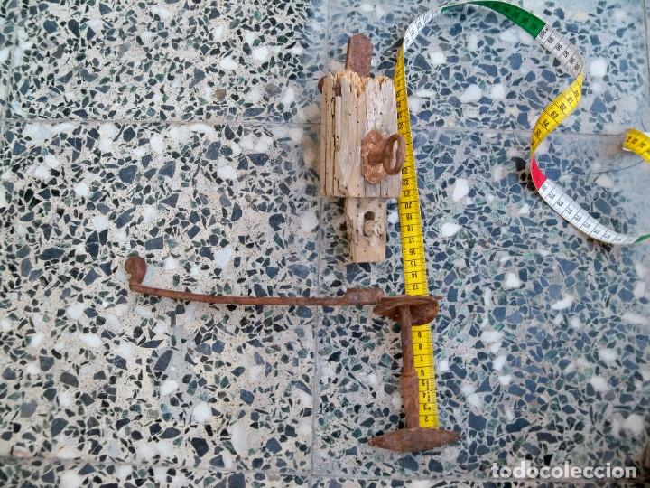 Antigüedades: Dos antiguos Pestillos para puertas o ventanas. - Foto 5 - 269459778