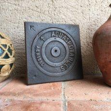 Antigüedades: ALCANTARILLA ANTIGUA DE HIERRO FUNDIDO CON CIERRE - INSCRIPCIÓN AGUAS POTABLES - PUBLICIDAD AGRISOL. Lote 269710283