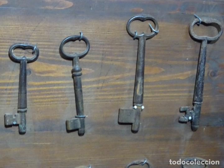 Antigüedades: LOTE DE ANTIGUA ALDABA, CERROJO, 20 LLAVES ETC. EN FORJA SOBRE SIGLO XVI (EPOCA GÓTICA ?) - Foto 8 - 269740408