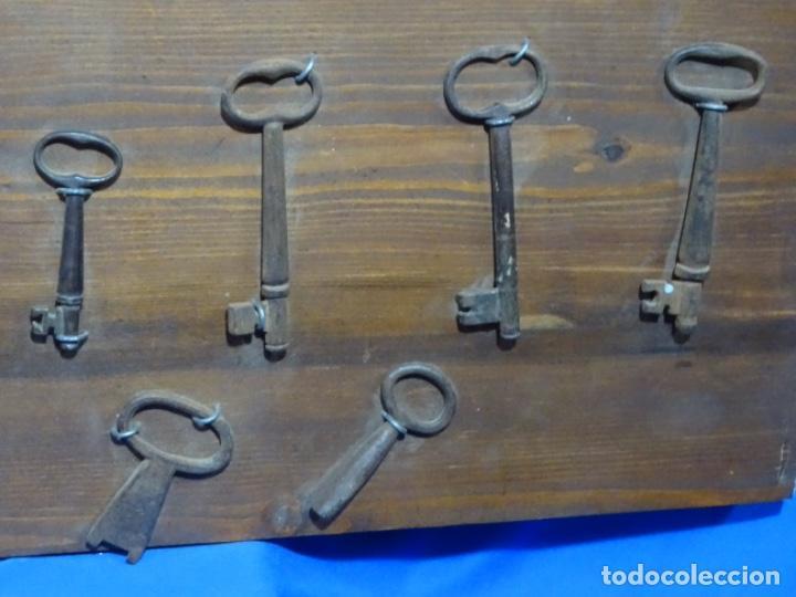 Antigüedades: LOTE DE ANTIGUA ALDABA, CERROJO, 20 LLAVES ETC. EN FORJA SOBRE SIGLO XVI (EPOCA GÓTICA ?) - Foto 9 - 269740408