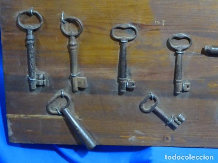 Antigüedades: LOTE DE ANTIGUA ALDABA, CERROJO, 20 LLAVES ETC. EN FORJA SOBRE SIGLO XVI (EPOCA GÓTICA ?) - Foto 10 - 269740408
