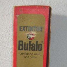 Antigüedades: EXTINTOR DOMESTICO BUFALO SERIGRAFIADO BOMBERO CON SU CARGA Y CAJA AÑOS 70. Lote 269849013