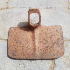 Antigüedades: ANTIGUA AZADA HIERRO FORJADO. Lote 270001608