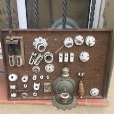Antigüedades: LOTE ELECTRICIDAD ANTIGUO . ELECTRICIDAD - VARIOS OBJETOS ANTIGUOS DE PORCELANA. (30 UNIDADES ).. Lote 270138618