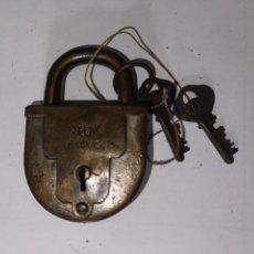 Antigüedades: CANDADO ANTIGUO RGM G.LLEVAS CON DOBLE LLAVE. Lote 270148288