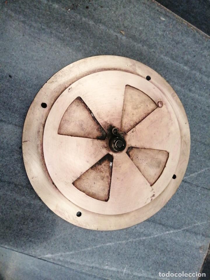 Antigüedades: Antigua MIRILLA OJO DE METAL BRONCE FORMA DE CORAZÓN para PUERTA de madera cerrajeria - Foto 2 - 270641698