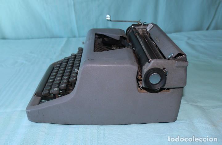 Antigüedades: Maquina de escribir Royal Arrow de 1.953 . Antique typewriter Royal Arrow from 1953. - Foto 2 - 270883233