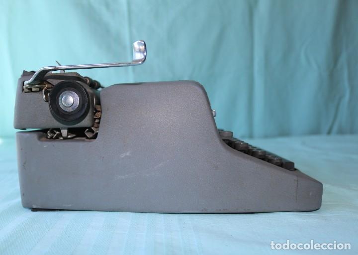 Antigüedades: Maquina de escribir Royal Arrow de 1.953 . Antique typewriter Royal Arrow from 1953. - Foto 6 - 270883233