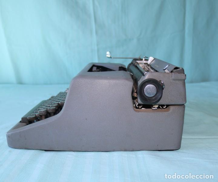 Antigüedades: Maquina de escribir Royal Arrow de 1.953 . Antique typewriter Royal Arrow from 1953. - Foto 8 - 270883233