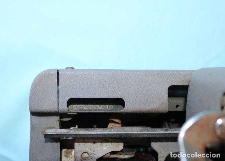 Antigüedades: Maquina de escribir Royal Arrow de 1.953 . Antique typewriter Royal Arrow from 1953. - Foto 9 - 270883233